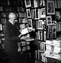 Martin Flinker | Martin Flinker dans sa librairie - © Musée d'art et d'histoire du judaïsme